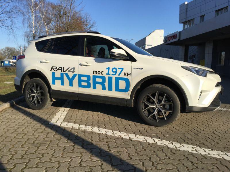 Nowa Toyota RAV4 4×2 2016 Hybrid – testujemy hybrydę!