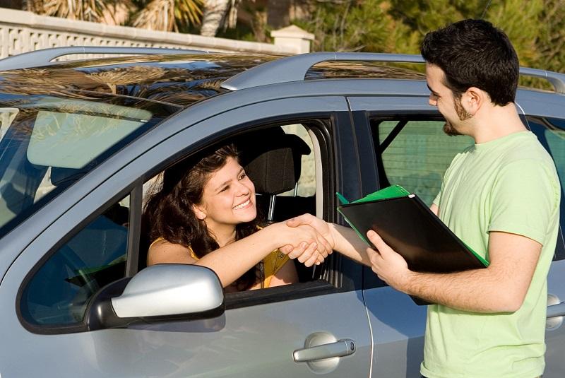 Czym zajmuje się doradca samochodowy
