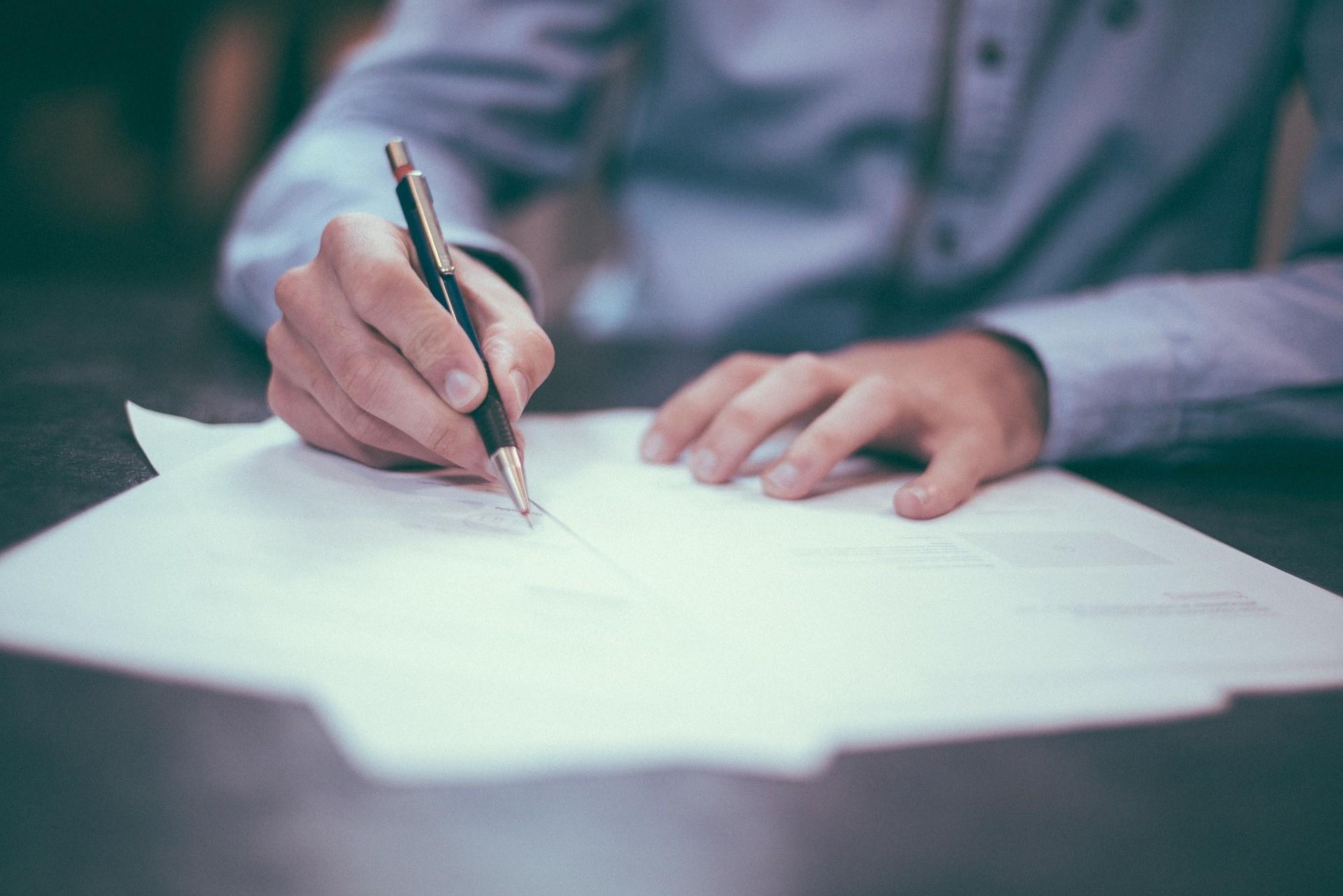 Umowa sprzedaży samochodu – zwróć uwagę na szczegóły!
